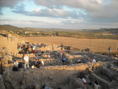 Excavations on the north edge of the tell looking west over the Soreq Valley. Photo by D. Manor.